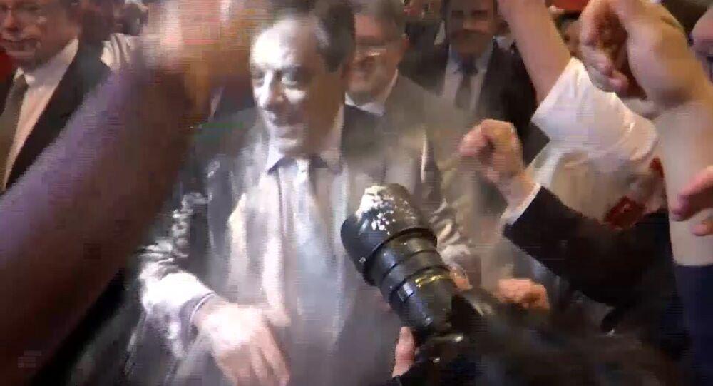 Fransa'da cumhurbaşkanı adayı Fillon'a protesto