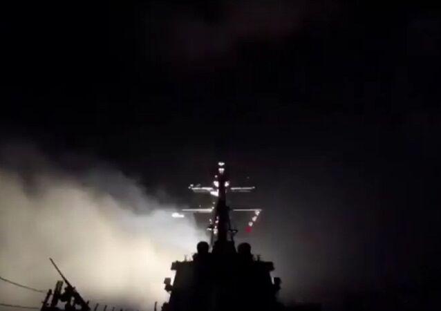 ABD, Suriye'deki bir hava üssünü füzelerle vurdu.