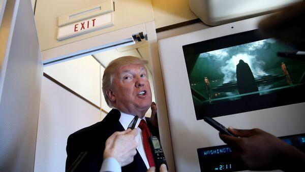 Trump, Şi'yle görüşeceği Palm Beach'e giderken Air Force One'daki gazetecilere açıklama yaptı - Sputnik Türkiye