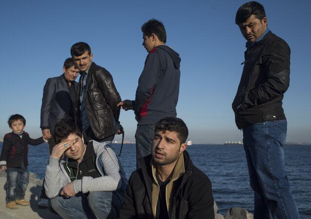 Afgan sığınmacılar Yunanistan polisinin kendilerine kötü muamele ederek  sınırın Türkiye tarafına bıraktığını anlatıyor