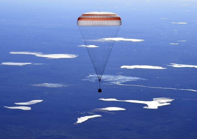 Rus kozmonotlar Andrey Borikenko ve Sergey Rıjikov ile ABD'li astronot Robert Shane Kimbrough