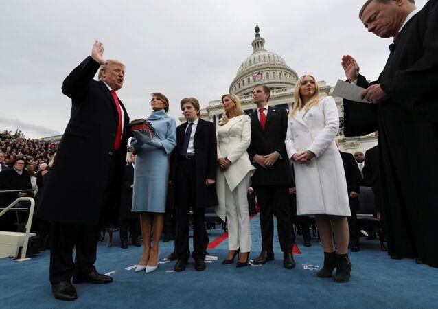 ABD Başkanı Donald Trump, eşi Melania ve çocukları Barron, Ivanka, Eric ve Tiffany