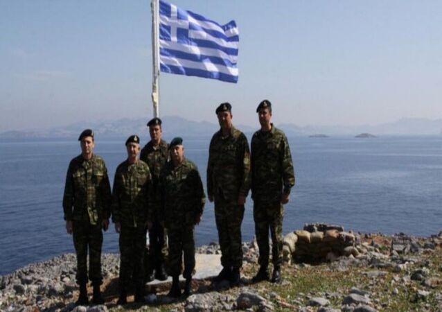 Yunanistan Kara Kuvvetleri Komutanı Korgeneral Stefanis'den Kardak'lı hatıra fotoğrafı