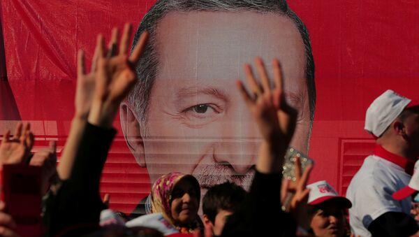 Cumhurbaşkanı Erdoğan'ın İstanbul'daki evet mitingine katılanlar - Sputnik Türkiye