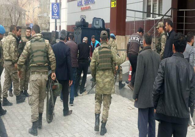 Van'da askere saldırı