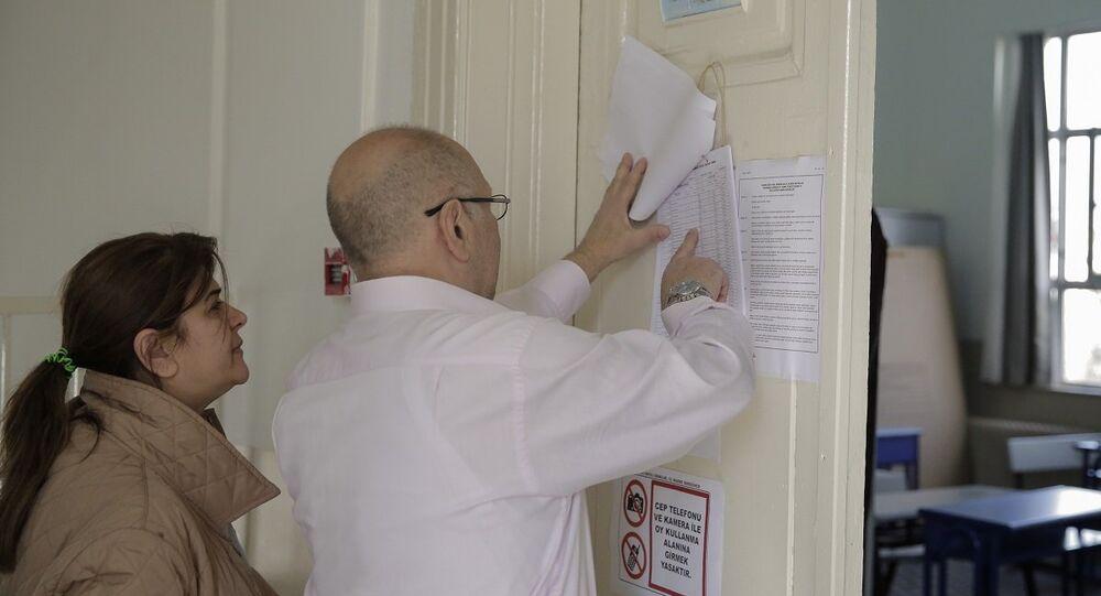 Halk oylamasında yurt içinde 55 milyon 319 bin 222 seçmen, 167 bin 140 sandıkta oy kullanacak.