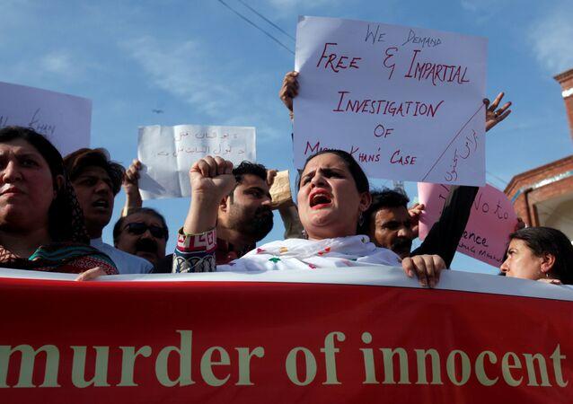 Pakistan'da linç edilen Mashal Han için yapılan protesto