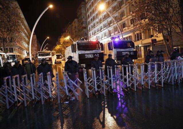 YSK'nın Ankara'daki merkezine giden yollar trafiğe kapatıldı.