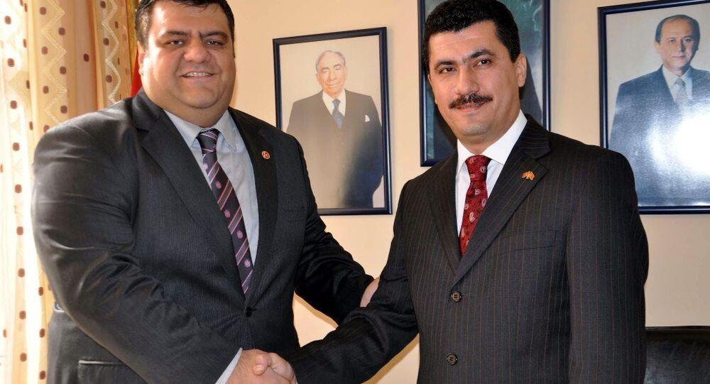 MHP'nin Manisa teşkilatlarında çeşitli kademelerde görev alan Tamer Akkal ve Engin Kabada