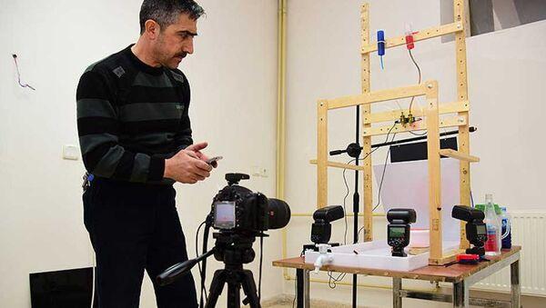 Bitlis'in Ahlat ilçesinde damla fotoğrafçılığı yapan Bülent Akarsu, en güzel kareyi yakalayabilmek için kurduğu düzenekte bazen saatlerce zaman harcıyor - Sputnik Türkiye