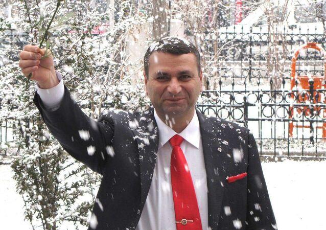 Niğde'nin Altunhisar ilçesinin AK Partili Belediye Başkanı Erdal Sarı