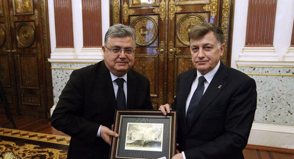 Türkiye'nin Moskova Büyükelçisi Hüseyin Diriöz ile görüşen St.Petersburg (Rusya'nın kuzey başkenti) Kent Meclisi Başkanı Vyaçeslav Makarov