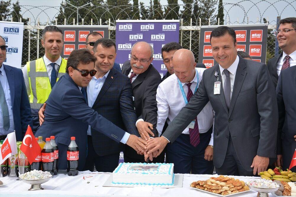 Alanya Belediye Başkanı Adem Murat Yücel ise Alanya, Gazipaşa ve ülke için anlamlı bir gün olduğunu belirterek, Hem bölgemizde yaşayan yabancıların tarifeli seferlerle gidiş ve gelişlerine hem de turizme katkısı olacaktır diye konuştu