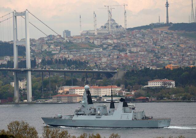 İngiltere Kraliyet Donanması'na ait HMS Daring destroyeri Boğaz'dan geçerek Karadeniz'e geçti