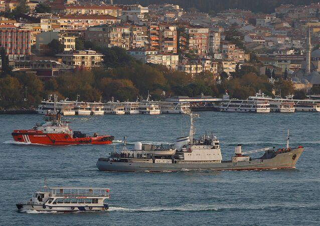 İstanbul Boğazı'nı geçen Rus savaş gemisi Liman