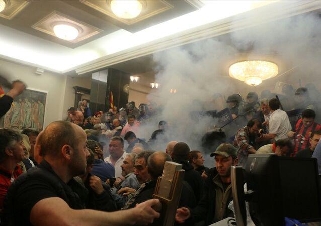 Makedonya'da parlamento karıştı