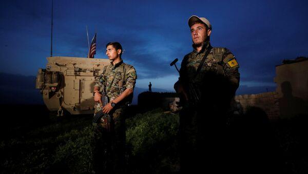 ABD'li askerler YPG'yle birlikte sınır nöbetinde - Sputnik Türkiye