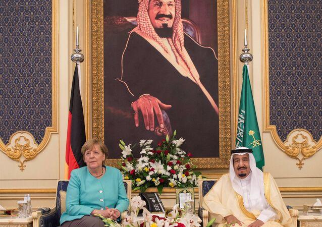 Almanya Başbakanı Angela Merkel ve Suudi Arabistan Kralı Selman bin Abdulaziz