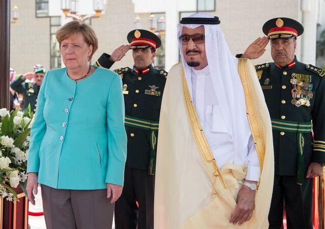 Suudi Arabistan Kralı Selman bin Abdülaziz El Suud ve Almanya Başbakanı Angela Merkel