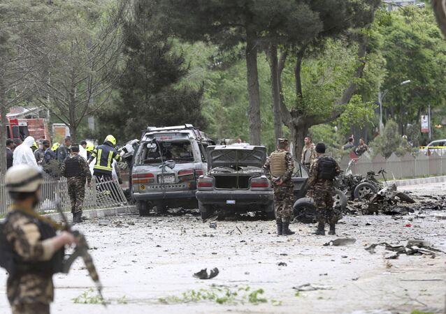 Afganistan'da NATO askeri konvoyuna bombalı saldırı.