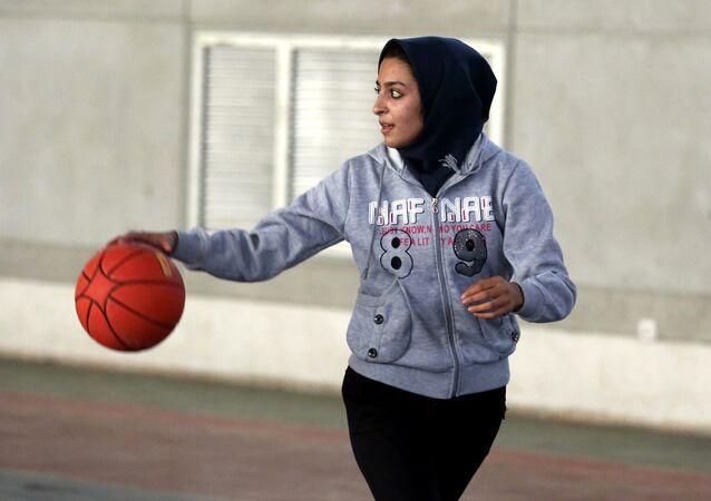 Başörtülü basketbolcu