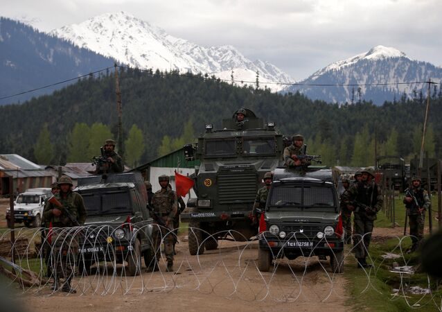 Keşmir'de Hindistan askerleri