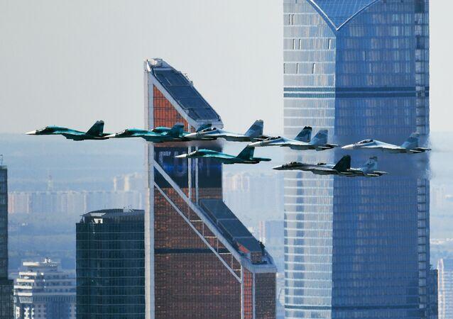 Su-35, Su-27 ve Su-34 avcı uçakları.