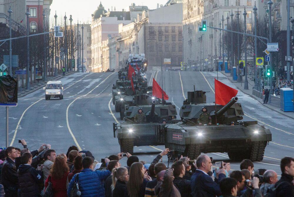 Armata T-14 tankları.