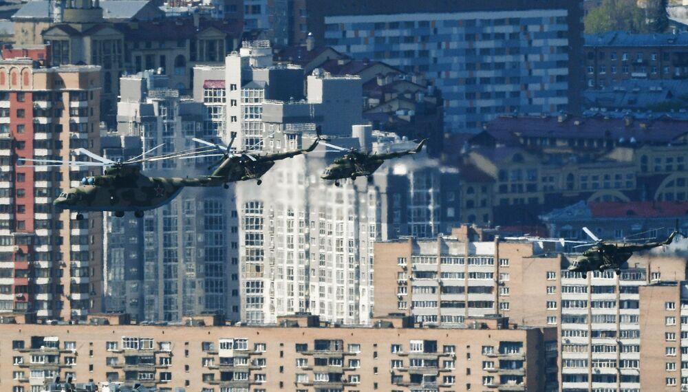 Mi-26 ağır nakliye helikopteri ve Mi-8 çok fonksiyonlu helikopterler.
