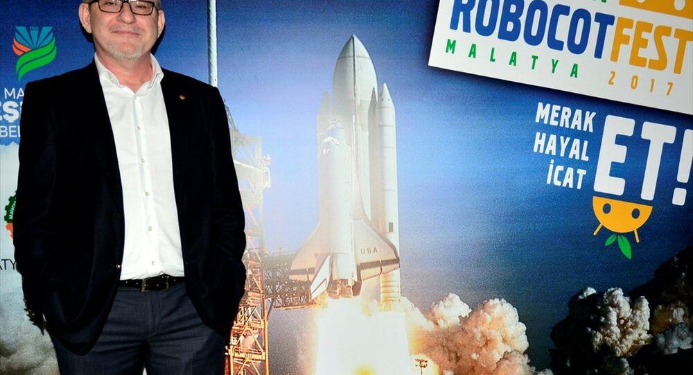 NASA'da görevli Türk uçak mühendisi Sırrı Oğuz