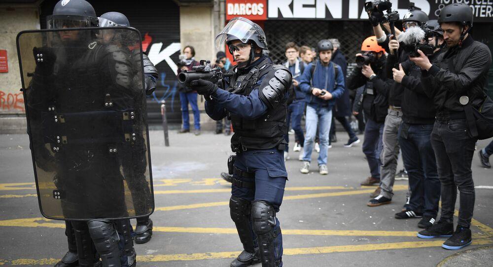 'Sosyal Cephe' adlı grubun protesto gösterisinde güvenlik önlemleri alındı.