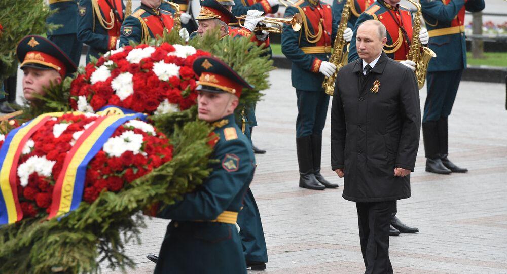 Putin, Zafer Günü'nde Meçhul Asker Anıtı'na çelenk bıraktı