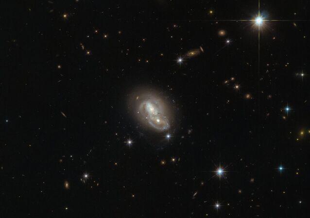 Hubble Uzay Teleskobu, Tavşan Takımyıldızı'nda 'ikiz galaksi' keşfetti