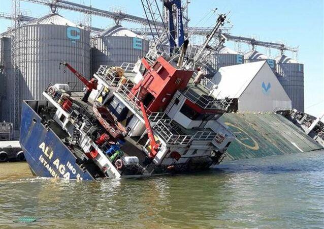 1998 grostonluk 'Ali Ağa' isimli genel kargo gemisi yan yattı