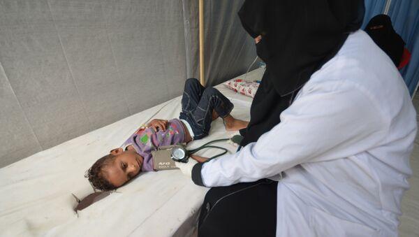 Yemen'de kolera salgınından etkilenen bir çocuk - Sputnik Türkiye