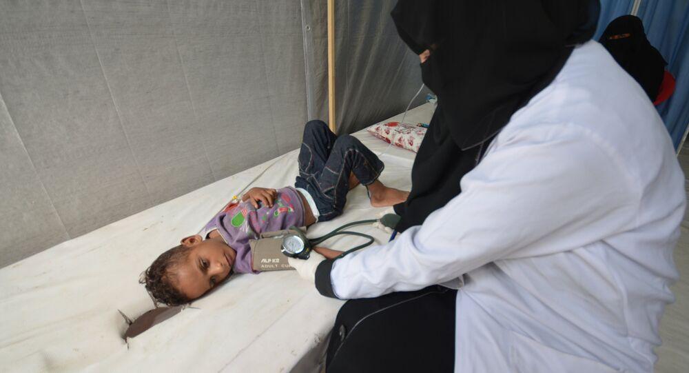 Yemen'de kolera salgınından etkilenen bir çocuk