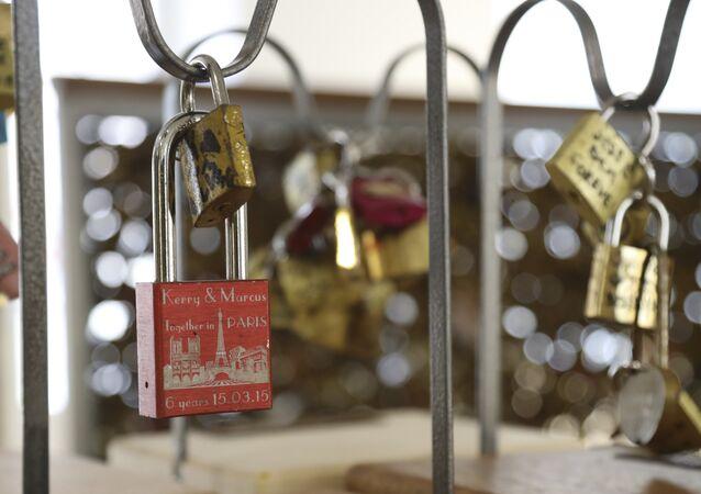 Paris'in aşk kilitleri
