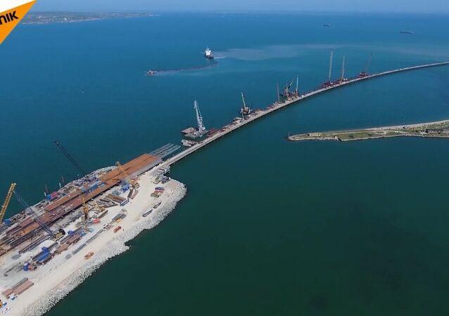 Kırım Köprüsünün inşaatı tam hızla sürüyor