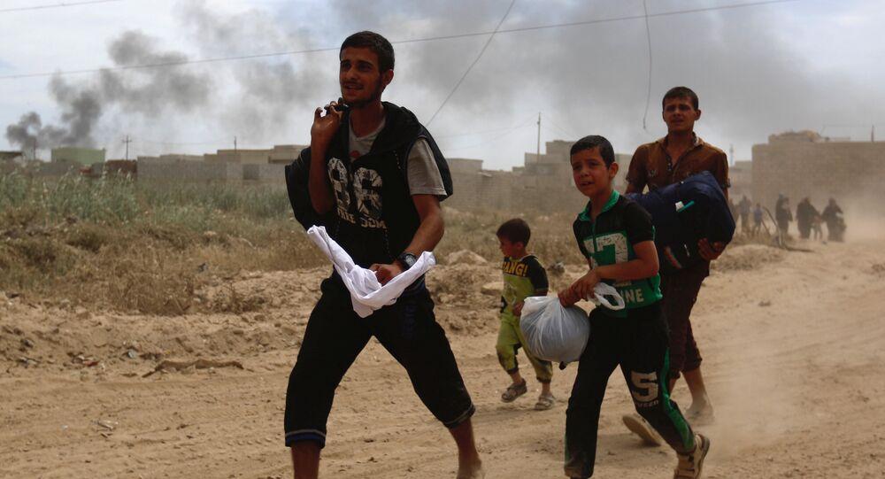 Musul'da Irak güvenlik güçleri ve IŞİD arasındaki çatışmalardan kaçan siviller