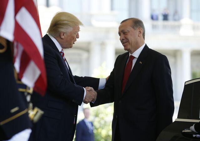 Beyaz Saray'da Cumhurbaşkanı Recep Tayyip Erdoğan'ı, ABD Başkanı Donald Trump karşıladı