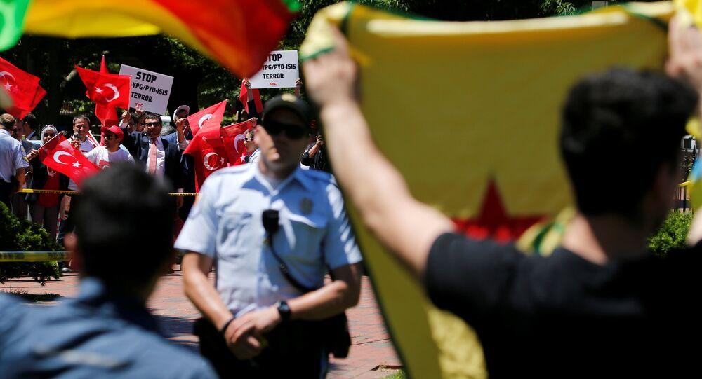 Türkiye'nin Washington Büyükelçiliği Konutu önünde kavga çıktı