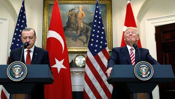 ABD Başkanı Donald Trump ve Türkiye Cumhurbaşkanı Recep Tayyip Erdoğan - Sputnik Türkiye