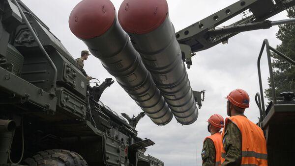 Moskova bölgesinde yapılan eğitim kapsamında S-400 Triumf füze savunma sistemleriyle simule edilmiş füze atımları gerçekleştirildi. - Sputnik Türkiye