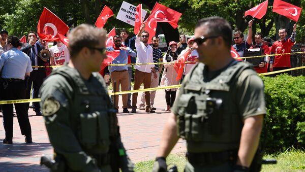 Washington'daki Türk Büyükelçiliği Konutu önünde olaylar çıktı - Sputnik Türkiye