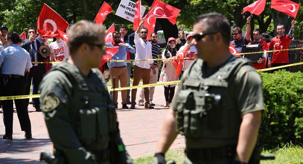 Washington'daki Türk Büyükelçiliği Konutu önünde olaylar çıktı