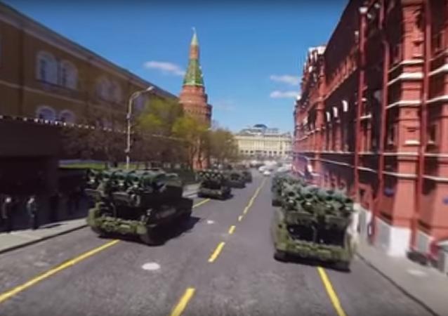 Rusya Savunma Bakanlığı Sovyetler Birliği'nin Nazi Almanyası'nı yenerek altı yıl süren 2. Dünya Savaşı'na son vermesinin 72. yıl dönümü çerçevesinde düzenlenen Zafer Günü askeri geçidinin provalarının ilk kez 360 derecelik bir videosunu yayınladı.