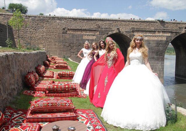Rus mankenler Diyarbakır'da