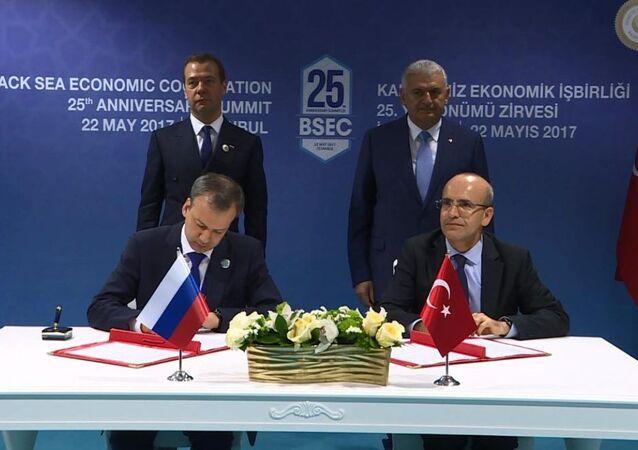 Rusya Başbakan Yardımcısı Arkadiy Dvorkoviç ve Türk mevkidaşı Mehmet Şimşek