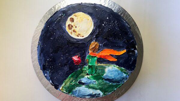 Rusya'da yaşayan Anastasya ve Vitaliy çifti, pastaları tablolara dönüştürdü. 'Marfa' markası altında hizmet veren ikili, pastaların üzerine Van Gogh, Gustav Klimpt gibi ünlü ressamların tablolarını resmetti. Küçük Prens çizimli pasta da en çok dikkat çeken pasta tasarımlarından biri. - Sputnik Türkiye