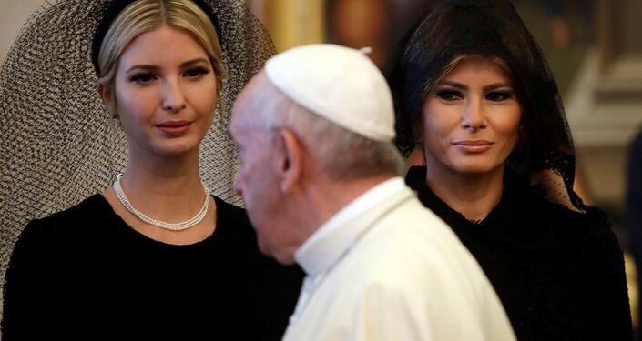 Ivanka Trump ve First Lady Melania Trump, Vatikan'da.
